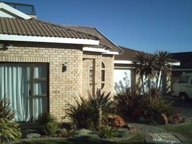 Modern family home bloemfontein houses for sale junk for Modern family home for sale