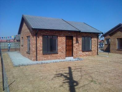 Face brick houses for sale in protea village x27 soweto for Face brick homes