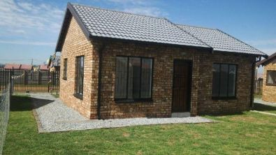 Finish face brick houses in protea glen ext 27 soweto for Cosmopolitan home designs