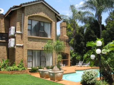 4 bedroom facebrick house for sale in sinoville pretoria for Face brick homes