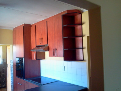 Build in cupboards kitchen bedroom pretoria city for Kitchen designers in gauteng