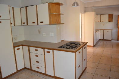 Second hand kitchen cupboards pietermartizburg kitchen for Kitchen cupboards gauteng