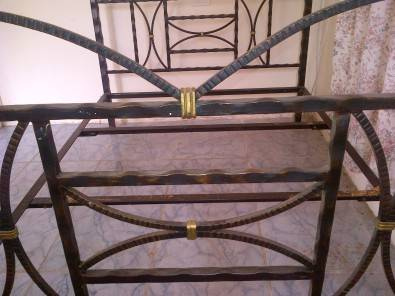 4poster wrought iron bed frame with side table for Wrought iron four poster bed frames
