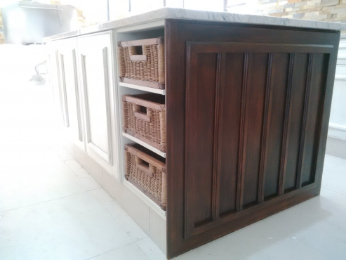 Deluxe quality sprayed hand painted kitchens doors for Kitchen furniture johannesburg