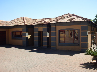 Modern Tuscan Style House In Nina Park To Rent Pretoria