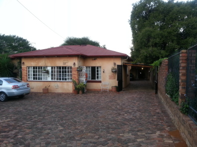 2 Spacious rooms in peaceful commune available