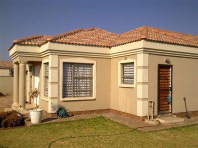 Dawn park tuscan style home boksburg houses for sale for Tuscan roof design
