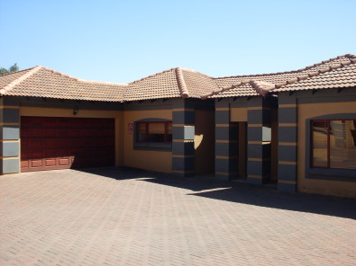 Beautiful Modern Tuscan House In Nina Park Akasia Pretoria North Houses For Sale 41315705