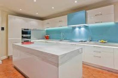 Glass splashbacks east rand building and renovation for Affordable kitchens gauteng