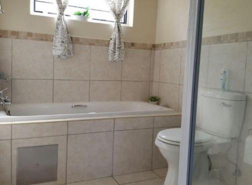 3 bed 2 bath double garage elawini lifestyle estate for Riverside park bathrooms