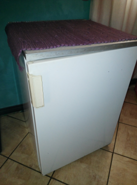 mini fridge for sale atteridgeville fridges and freezers 64024092 junk mail classifieds. Black Bedroom Furniture Sets. Home Design Ideas