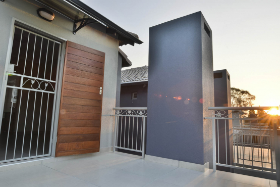 Luxury Brand new 3 Bedroom Stunning kitchen, Lounge, 2 Full Bathrooms.Double lock up garage