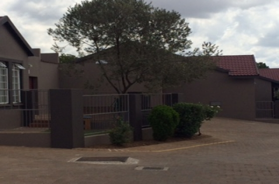 Olive Marie 3 Bedroom, Lounge,Kitchen,Braai, 1 full Bathroom Unit in The Reeds Centurion