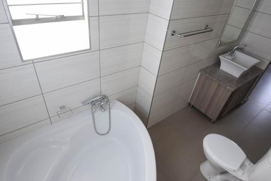 Jenny's Luxury Brand new 3 Bedroom Stunning kitchen, Lounge, 2 Full Bathrooms.Double lock up garage