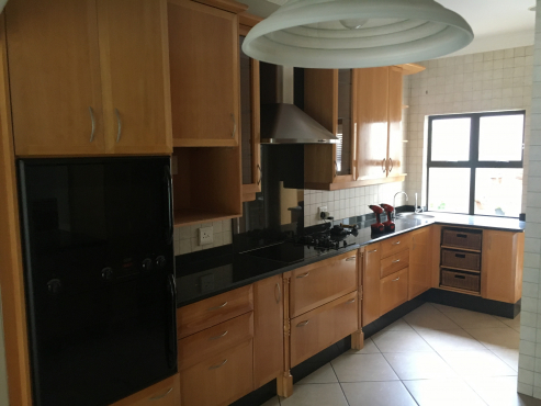 Kitchen semi solid beech randburg kitchen furniture for Kitchens randburg