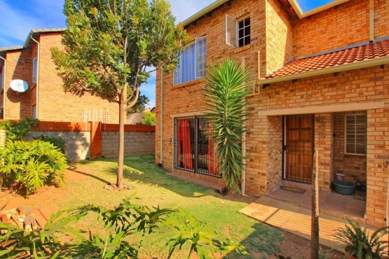 3bedroomtownhouse roodepoort townhouses to rent for Landscaping rocks for sale johannesburg