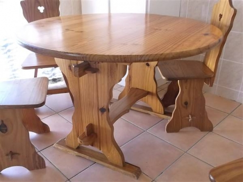 Round pine dining kitchen table with 4 highback chairs for Kitchen tables cape town
