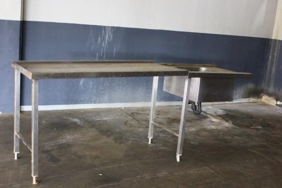 Stainless steel kitchen sink r900 east rand kitchen for Kitchen furniture johannesburg