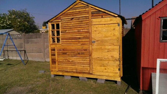 Garden tool shed wendy houses huts lapas wendy for Garden huts for sale