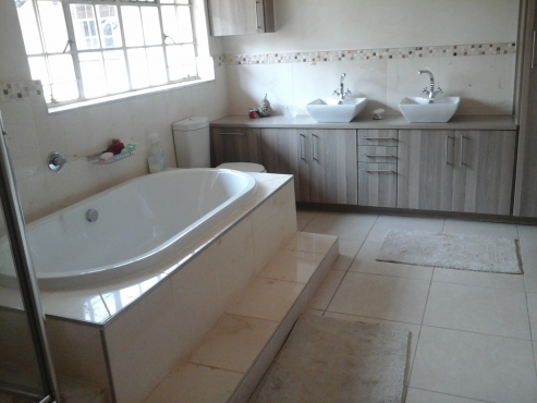 Bathroom renovations and general contractor building for Bathroom designs gauteng