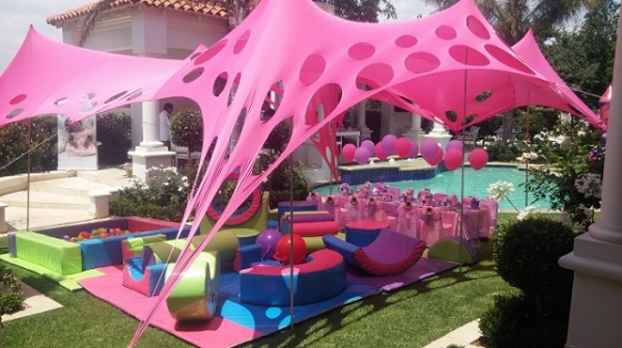 Jumping castles soft play candy tables bubble for Cocktail tables to hire in cape town