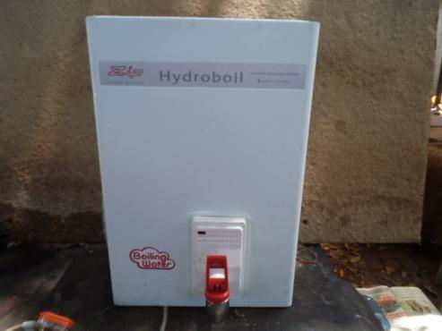zip hydroboil 7.5L water heater.