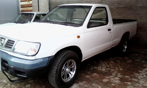2006 Nissan Hardbody Swb Petrol Oudtshoorn Bakkies And