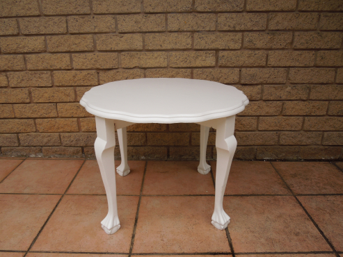 White ball claw coffee table from ligne kloof antique for Coffee tables durban