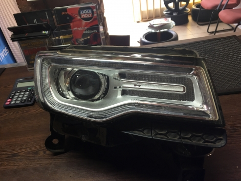 2013 jeep grand cherokee wkii headlight pretoria north car spares 63556442 junk mail. Black Bedroom Furniture Sets. Home Design Ideas
