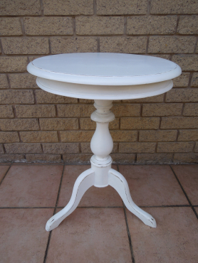 Round white coffee table from ligne kloof lounge for Coffee tables durban