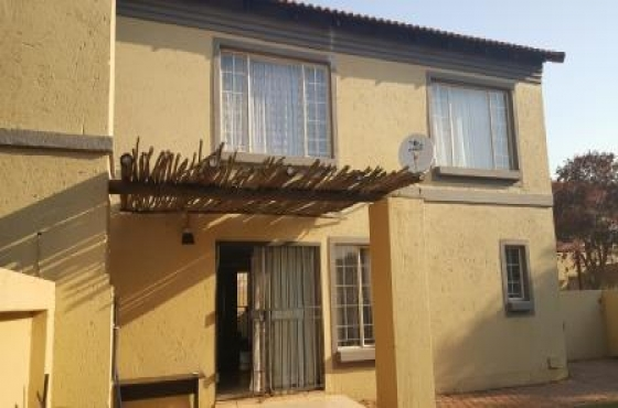 3 bedroom townhouse annlin pretoria north townhouses for 3 bedroom townhouse for rent