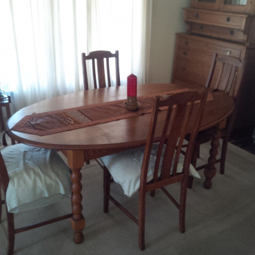 Oval oak dining table with 4 chairs westville for Dining room tables durban