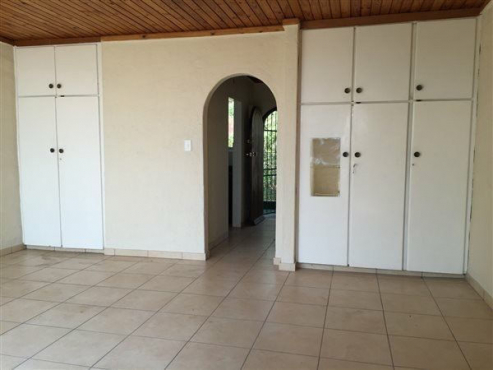 Randburg open plan studio garden cottage to let for r3000 Whats a studio apartment