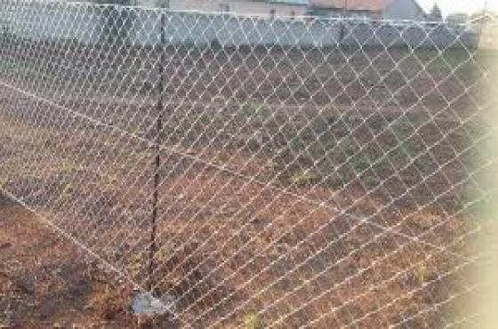 Diamond mesh wire fencing and clear view fence