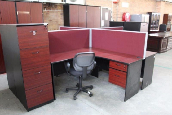 18 JANUARY - VARIOUS OFFICE DESKS & CHAIRS ON AUCTION