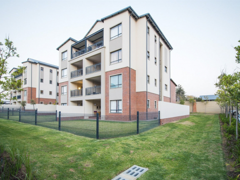 2 bed 2 bath apartment for rent in crowthorne midrand for Chantry flats cabins rental