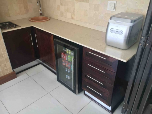 Semi solid mahogany kitchen immaculate condition for Kitchens randburg