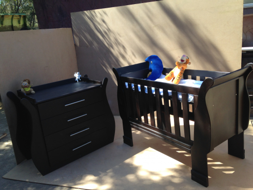 baby cot and compactum r3999 00 sandton baby accessories 65138796 junk mail classifieds. Black Bedroom Furniture Sets. Home Design Ideas