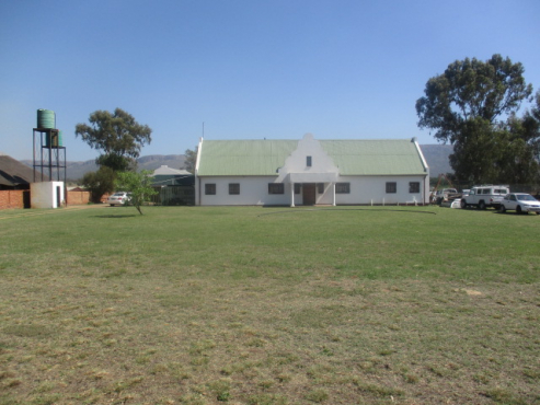 Beautiful cape dutch house - excellent for tunnel farming. Fantastic price.