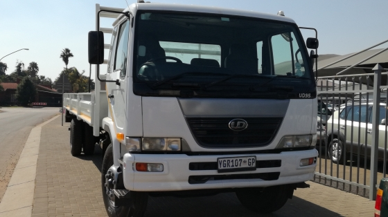 2009 Nissan UD95A with new dropsides