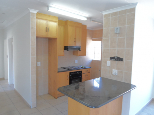 Second hand built in kitchen cupboards for sale for Kitchen cupboards gauteng