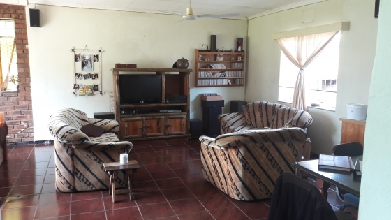 Bargain : 1.8 ha with Excellent family home & Granny flat.