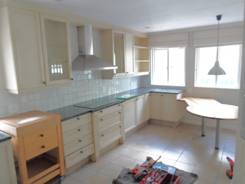 Kitchen cream painted kitchen randburg kitchen for Kitchens randburg