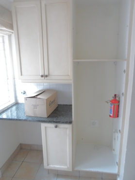 Kitchen cream painted kitchen randburg kitchen for Kitchen bins cape town