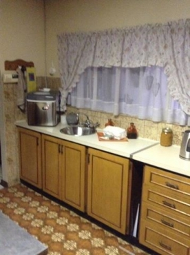 13 x steel kitchen units with melamine tops defy eye for Kitchen units gauteng