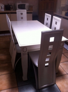 Dining room suite urgent sale east rand diningroom for Dining room tables jhb