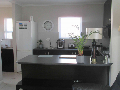 Neat as a pin, modern 2 bedroom in Sunningdale.