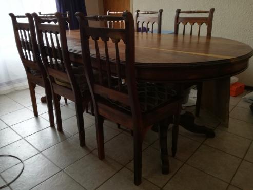 Eetkamertafel/Diningroomtable