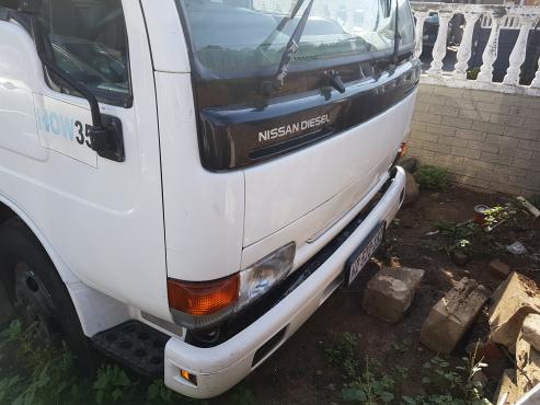 Nissan ud40 4ton truck