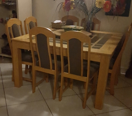 Solid oak dining room table/8 chairs